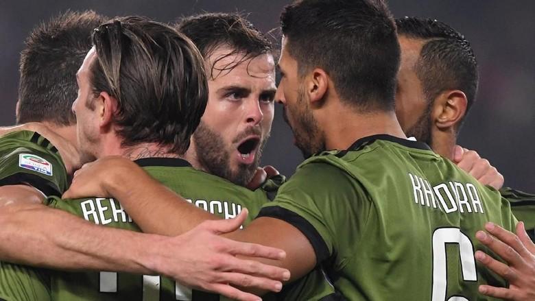 Pjanic: Persaingan Juve-Napoli Akan Ketat sampai Laga Terakhir