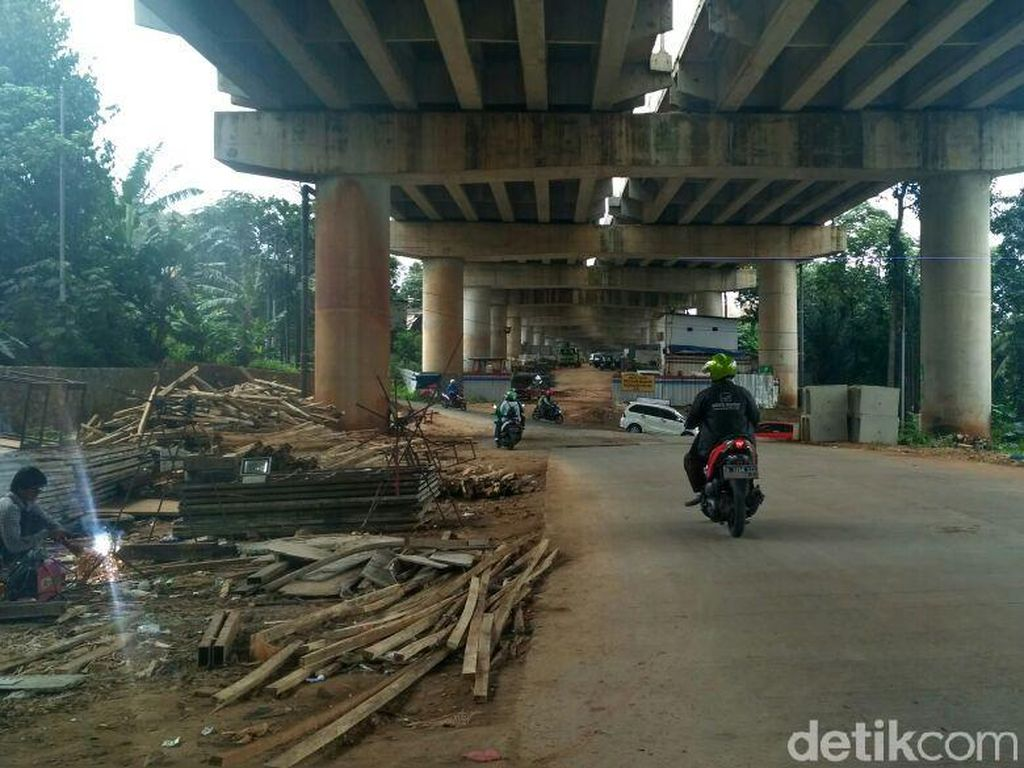Hati-hati Melintas Jalan Bango, Ada Material Konstruksi Berserakan