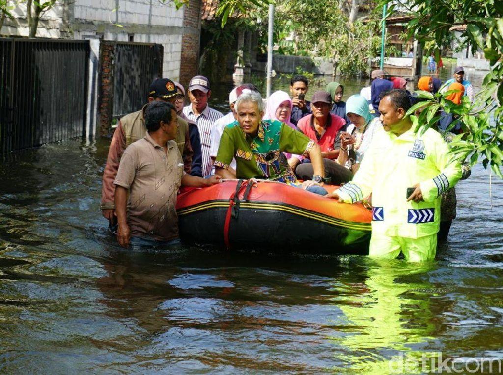 Ganjar Pranowo Janji Carikan Dana CSR untuk Pompa Banjir di Demak