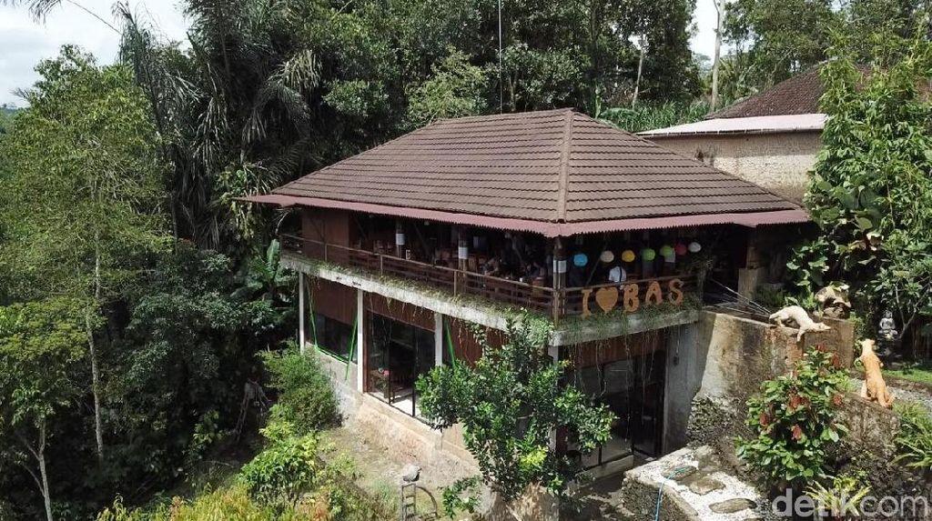 Foto Drone: Tempat Ngopi Tepi Jurang di Bali