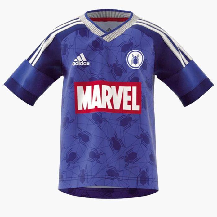 Jersey Spiderman ini didominasi warna biru keunguan. Nuansa Spiderman salah satunya terlihat dari bagian logo di dada. Foto: @OFOBALLES/Twitter (via Footy Headlines)