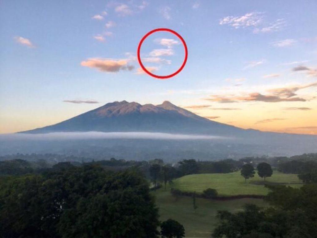 Unggah Foto Awan di Gunung Salak, Bu Ani: Seperti Angka 14