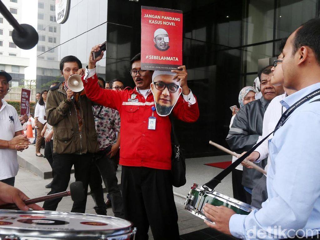 Semangat Pendukung dan Penggiat Anti Korupsi Sambut Novel
