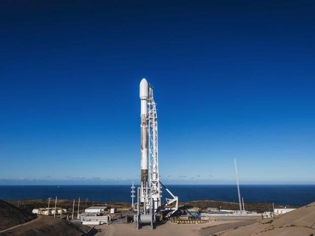 Peluncuran Falcon 9 Batal Semenit Sebelum Lepas Landas