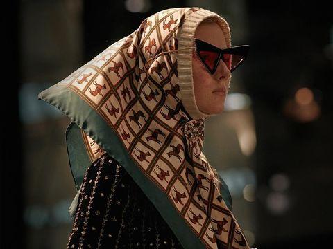 Pertama Kalinya, Model Berhijab Melenggang di Fashion Show Gucci