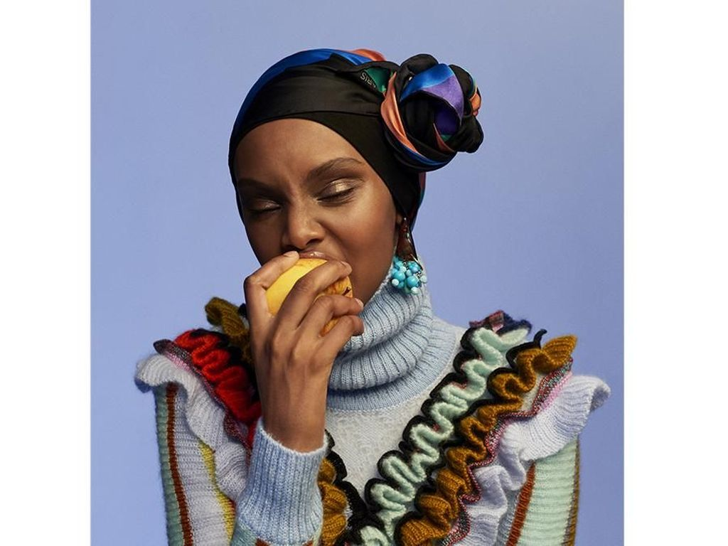 10 Potret Model Hijab Asal Denmark yang Eksis di Milan Fashion Week