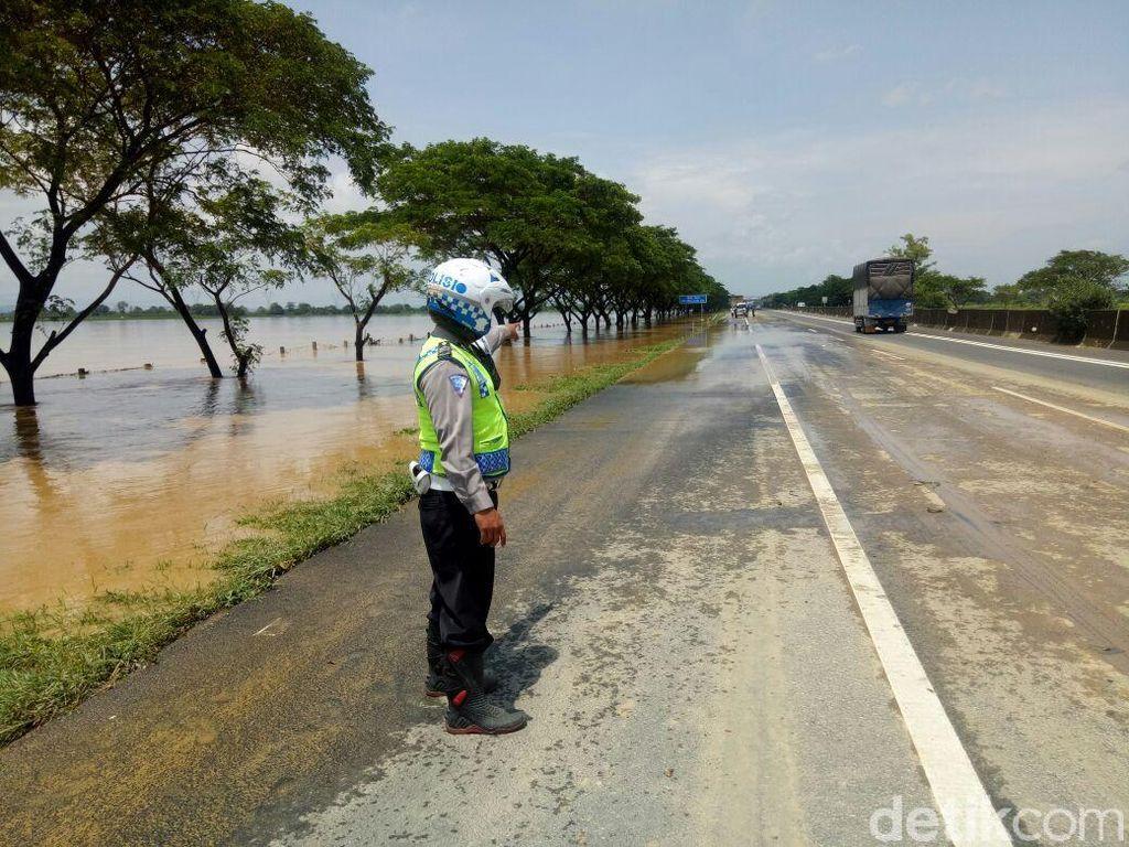 Genangan di Km 238 Tol Pejagan-Kanci Surut, Lalin Normal