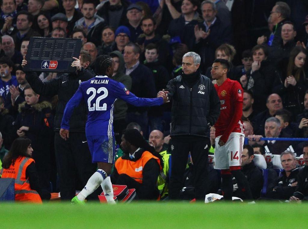 Mourinho: Lawan Liverpool Berarti Lebih Besar daripada Lawan Chelsea