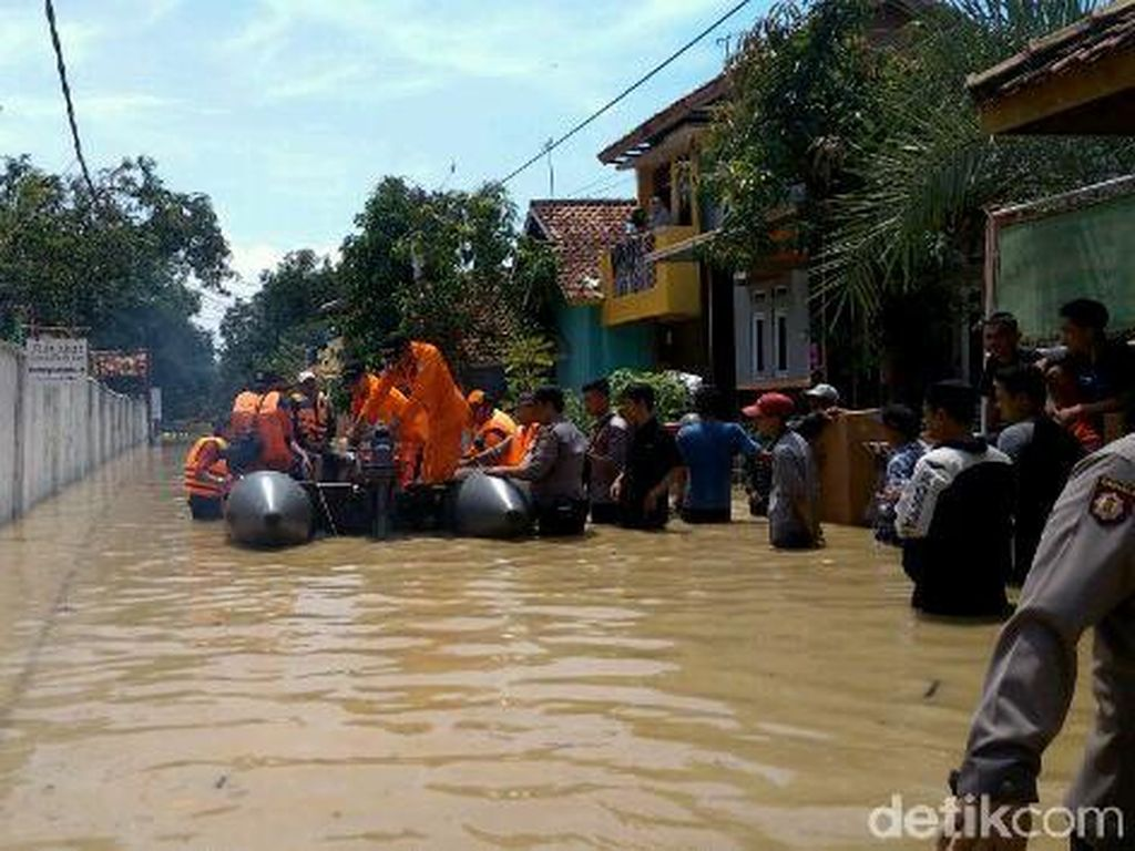 Korban Bencana Banjir dan Longsor di Jabar Capai Hampir 45 Ribu