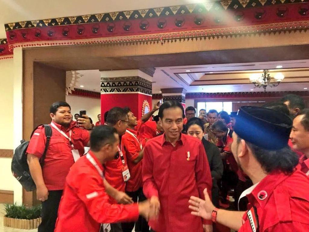 Metal! Jokowi Semringah Saat Diumumkan Mega Jadi Capres PDIP 2019