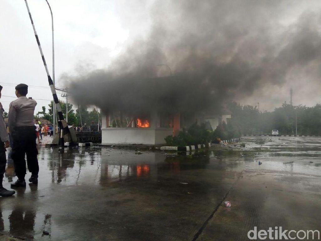 Bakar Pos Satpam PT RUM, Warga Tuntut Pabrik Ditutup karena Polusi