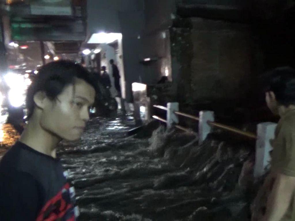 Tol Air di Pagarsih Bandung Solusi Banjir, Warga: Teu Ngaruh!