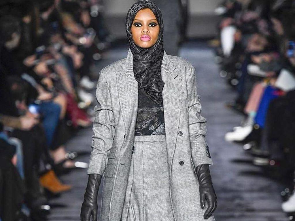 3 Model Muslim Ini Curi Perhatian di Milan Fashion Week 2018