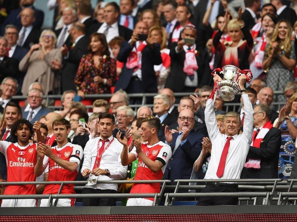 Hoki Wenger di Wembley