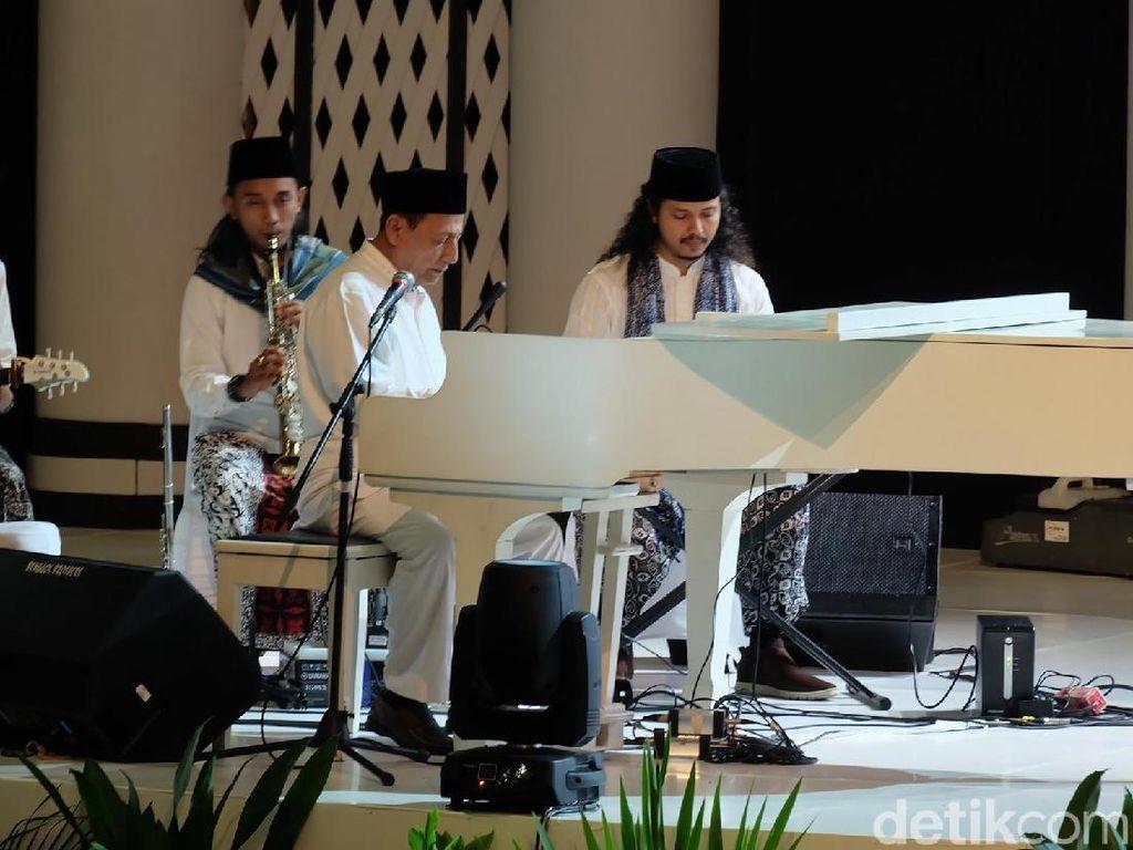 Momen Habib Luthfi Main Piano di Depan Jokowi Saat Festival Sholawat