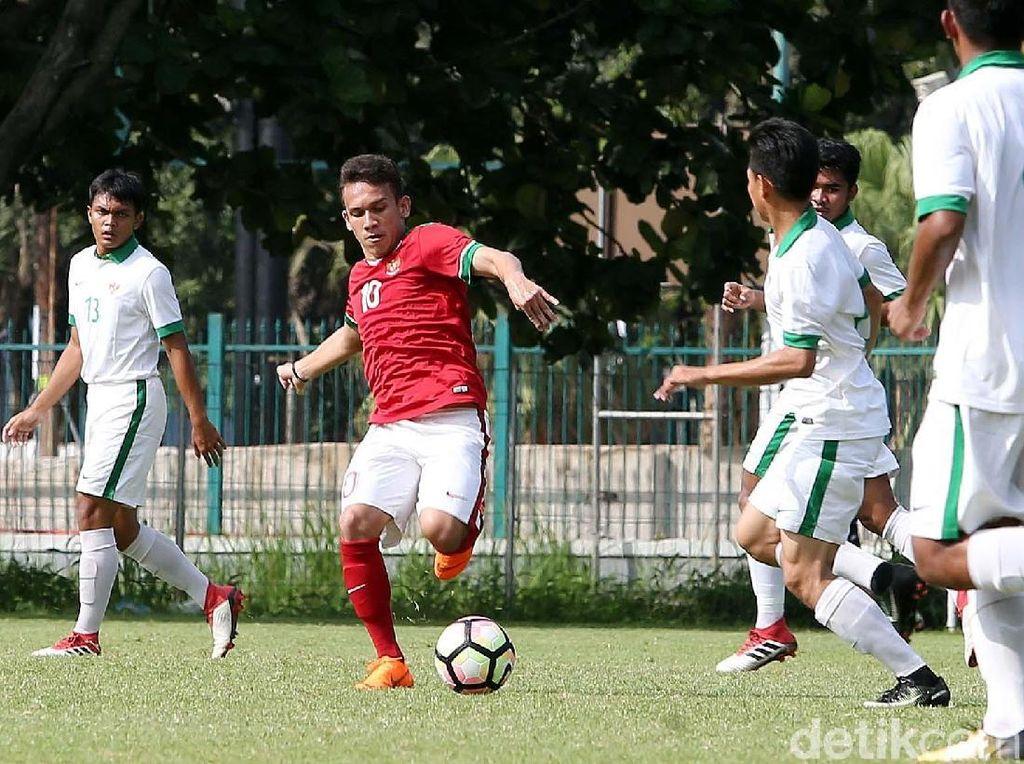 Foto: Kala Timnas U23 dan Timnas U-19 Saling Beradu