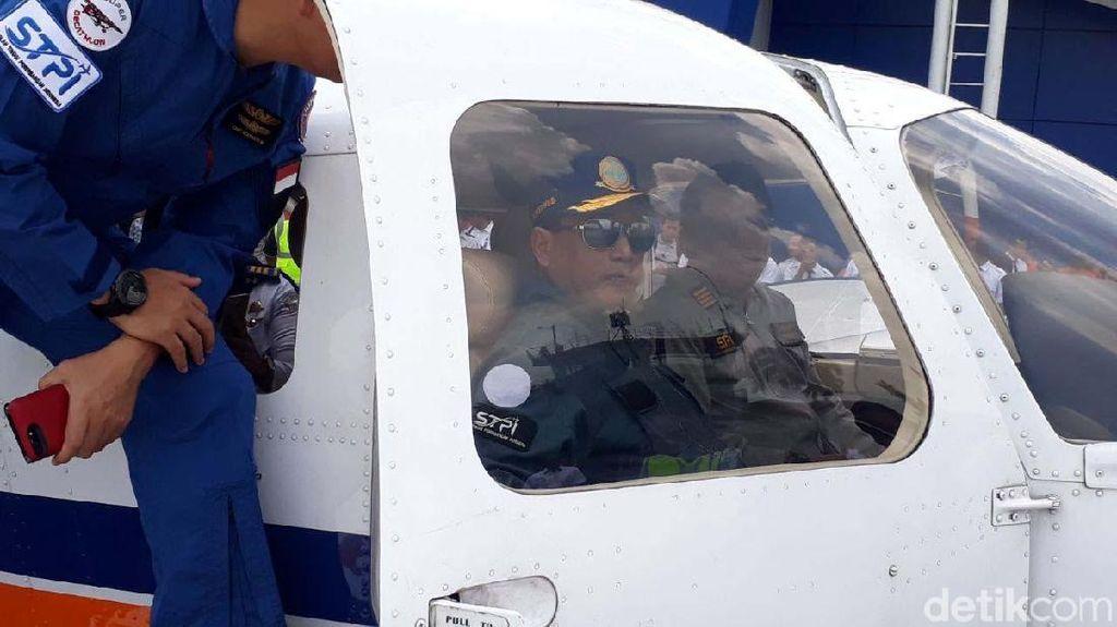 Gaya Menhub Pantau Padat Karya Cash Hingga Jajal Pesawat