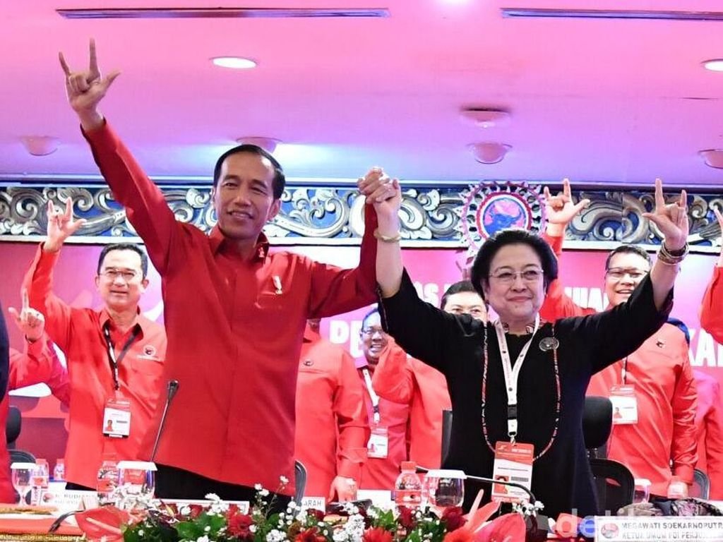 Momen Gandengan Tangan Megawati Antar Jokowi ke Pilpres 2019
