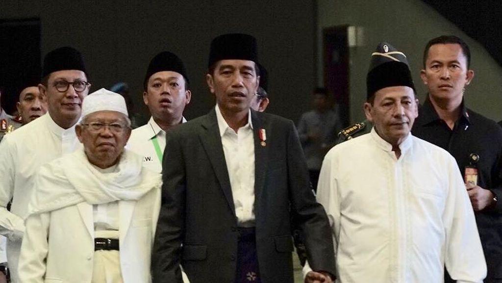 Genggaman Tangan Jokowi dengan Habib Luthfi dan KH Maruf Amin