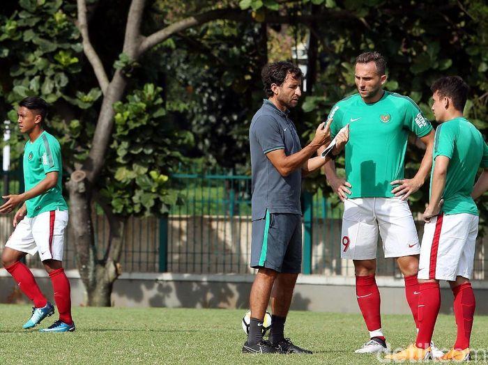 Apa kata pemain soal gaya melatih Luis Milla (Rengga Sancaya/detikSport)