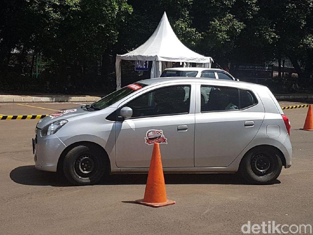 Selain Tarif, Keselamatan di Taksi Online Juga Perlu Perhatian