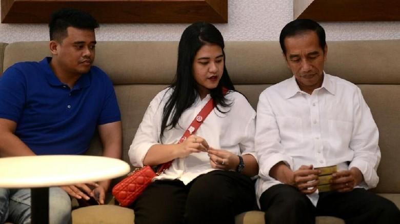Potret Jokowi Nonton Dilan 1990 Bareng Kahiyang-Bobby
