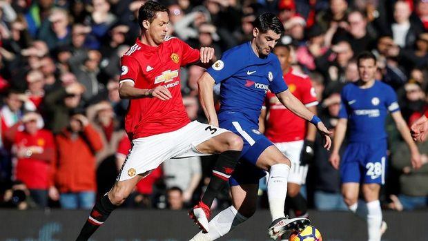 Nemanja Matic andalan Manchester United di lini tengah. (
