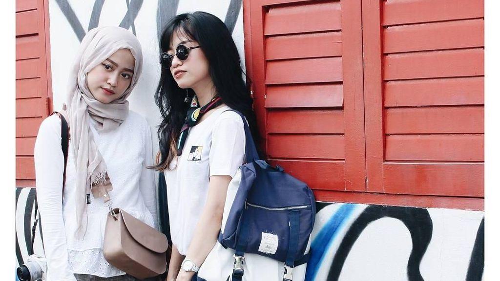 Gaya Sepasang Kembar Identik Cantik dari Indonesia yang Sukses Jadi Blogger