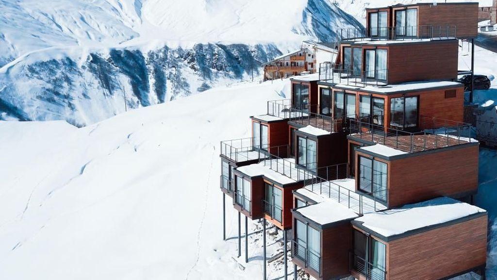 Foto: Resor Ski Keren dari Kontainer Bekas