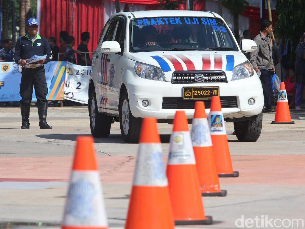 Ujian Praktik SIM di Jalan Raya Intimidasinya Luar Biasa