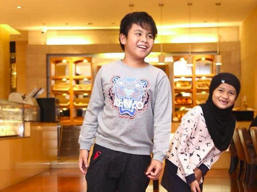 Cute-nya Rahlil dan Rahlia, Dua Anak Ineke Koesherawati