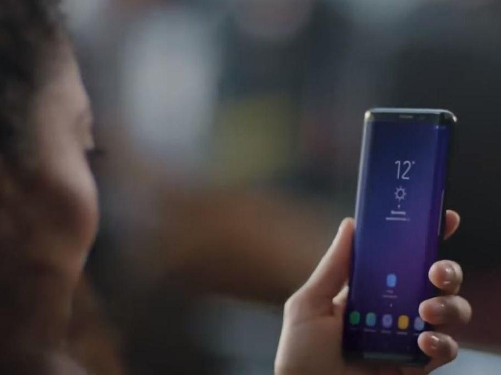Ponsel Samsung Kirim Foto Secara Acak Tanpa Izin