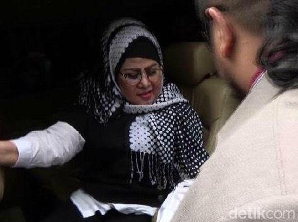 Elvy Sukaesih Penuhi Panggilan Polisi soal Kasus Narkoba Dhawiya