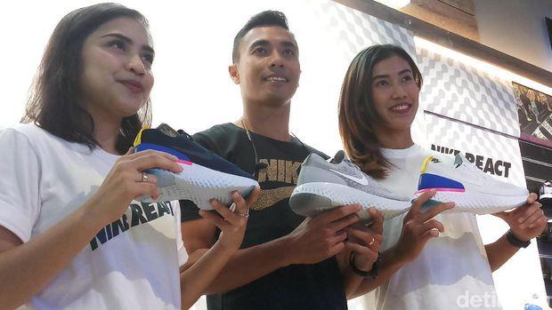 Prizka Rahmanisa, Jauhari Johan, dan Emilia Nova di peluncuran Nike Epic React beberapa waktu lalu.