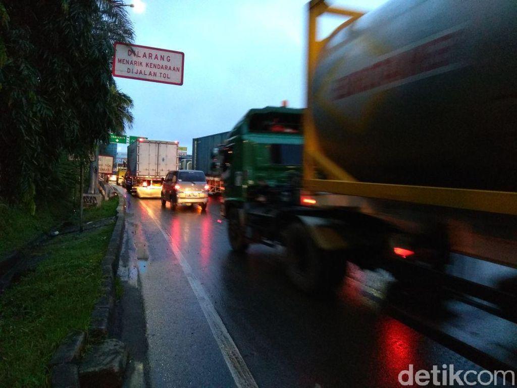 Pagi-pagi Buta, Tol Bekasi Arah Jakarta Sudah Macet
