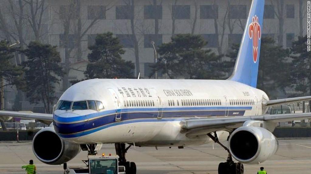 Foto: Heboh di Pesawat Maskapai China Gara-gara Powerbank Terbakar