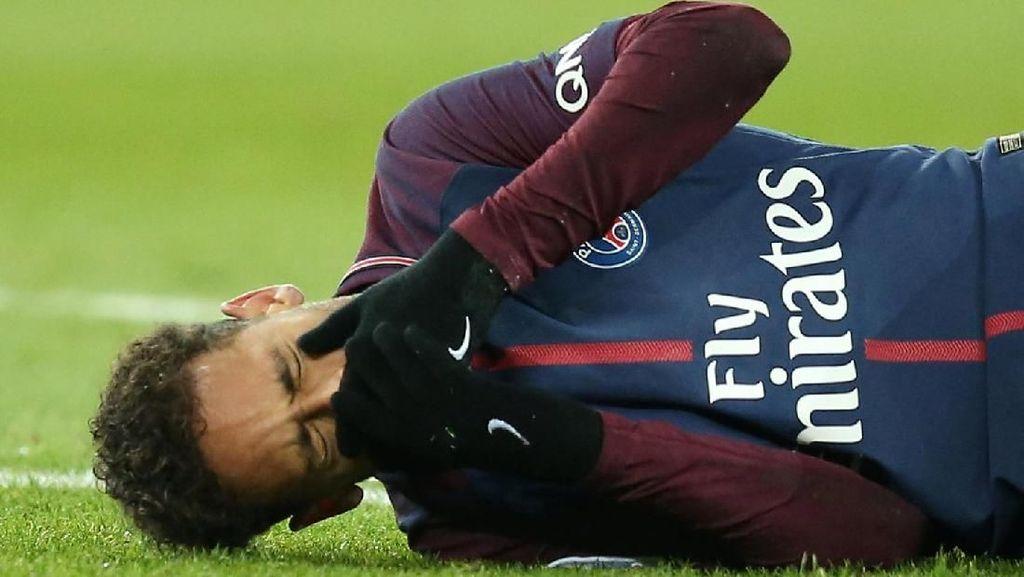 Detik-detik Tulang Metatarsal Neymar Retak