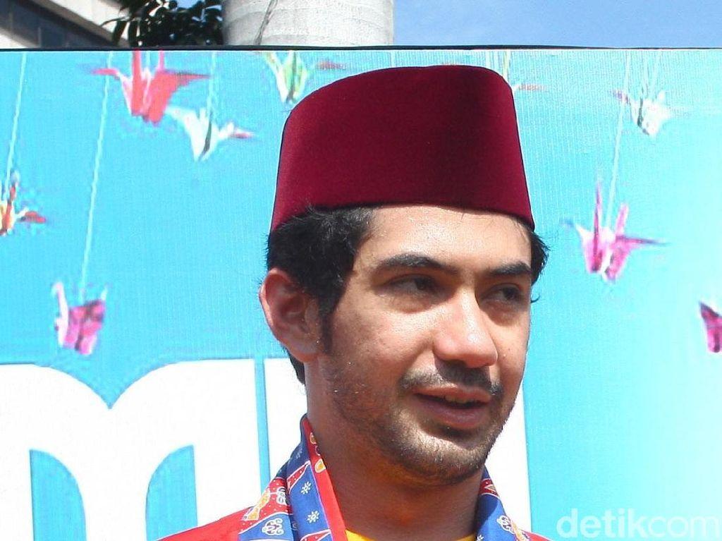 Reza Rahadian Berbaju Adat Betawi, Makin Mirip Bang Ben?