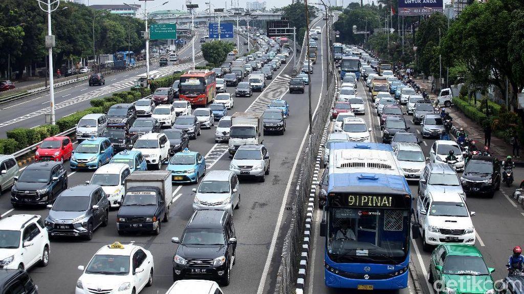 Tol Jakarta-Tangerang Arah Tomang Macet 15 Km