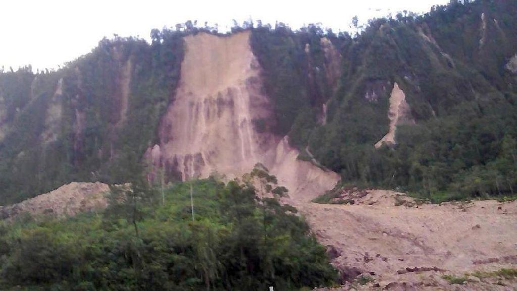 Foto: Gempa 7,5 SR Picu Longsor dan Kerusakan Jalan di Papua Nugini