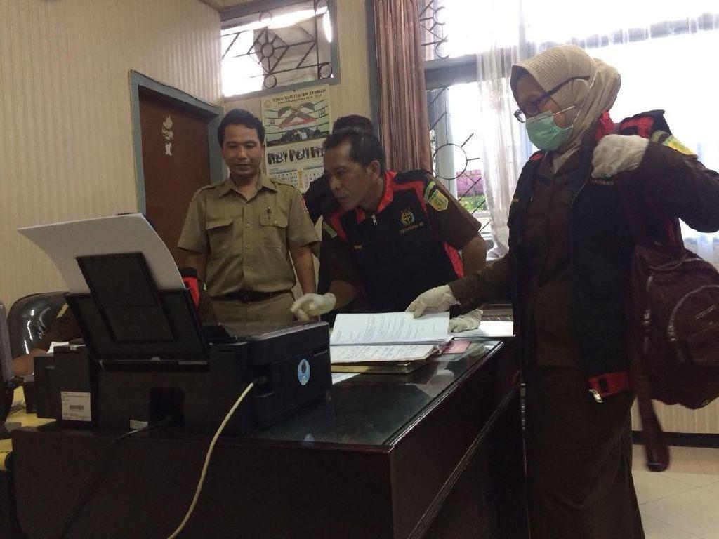 Kejari Geledah Sejumlah Ruangan DPRD Jember Terkait Kasus Bansos