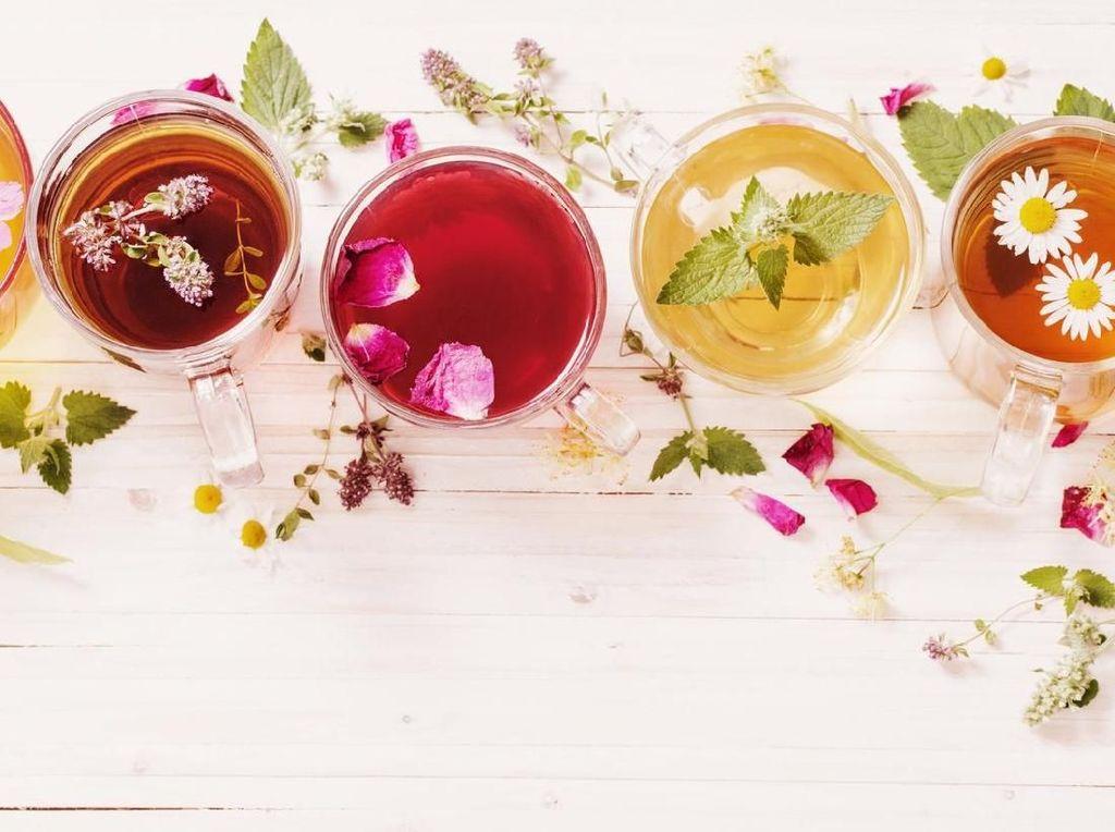 7 Teh Aromatik dan Kaya Manfaat Ini Berasal dari Bunga-bunga Cantik