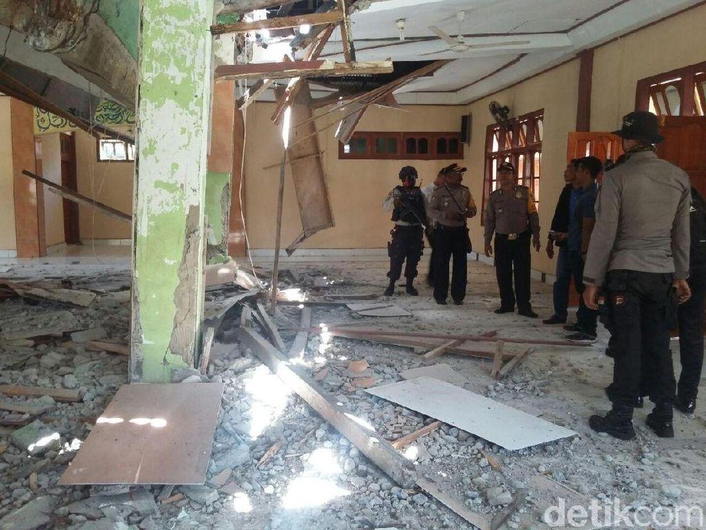 Potret Masjid Al Muhajirin Rusak Akibat Gempa 7,6 SR di Papua