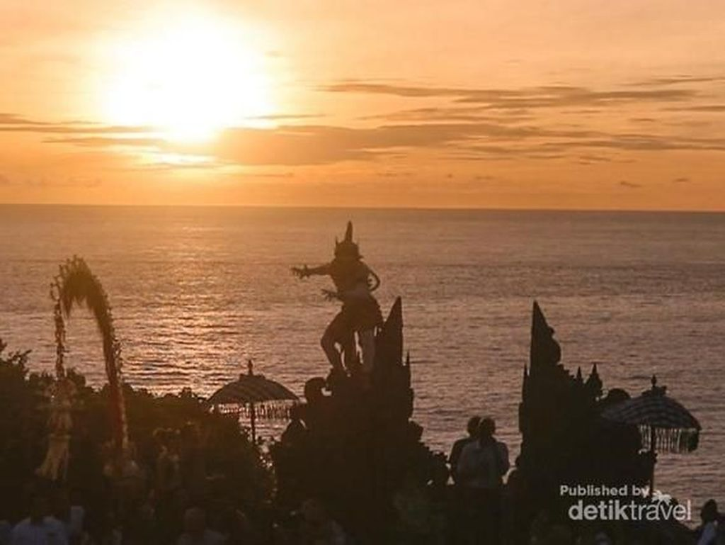 Tari Kecak, Sunset & Pura Uluwatu di Bali