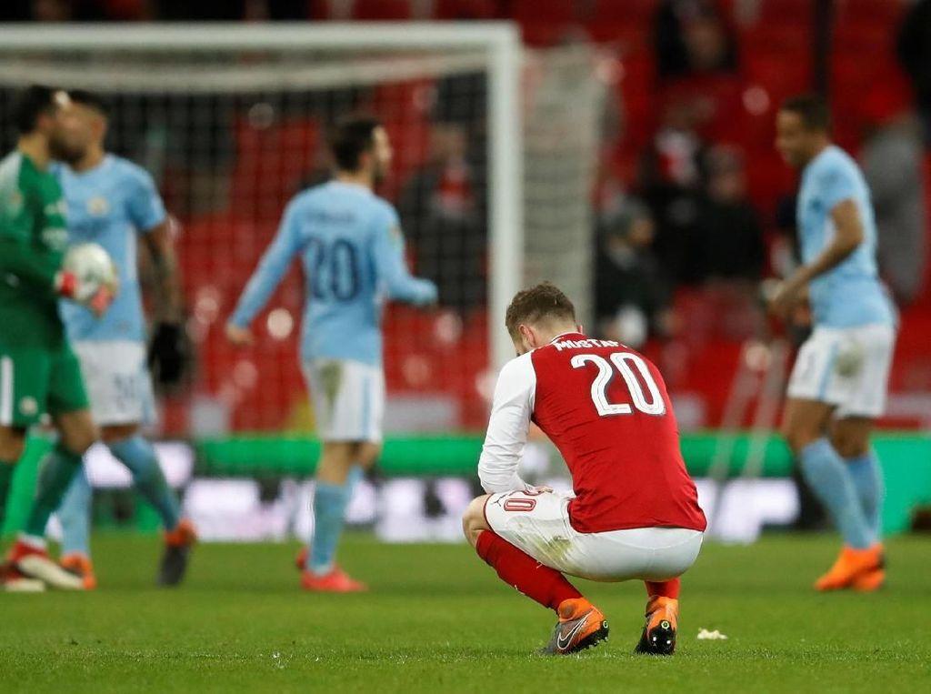 Wenger Enggan Kritik Mustafi dalam Kekalahan Arsenal