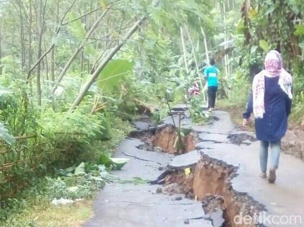 Bencana di Brebes Akibatkan 10 Jembatan dan 28 Titik Ruas Jalan Rusak