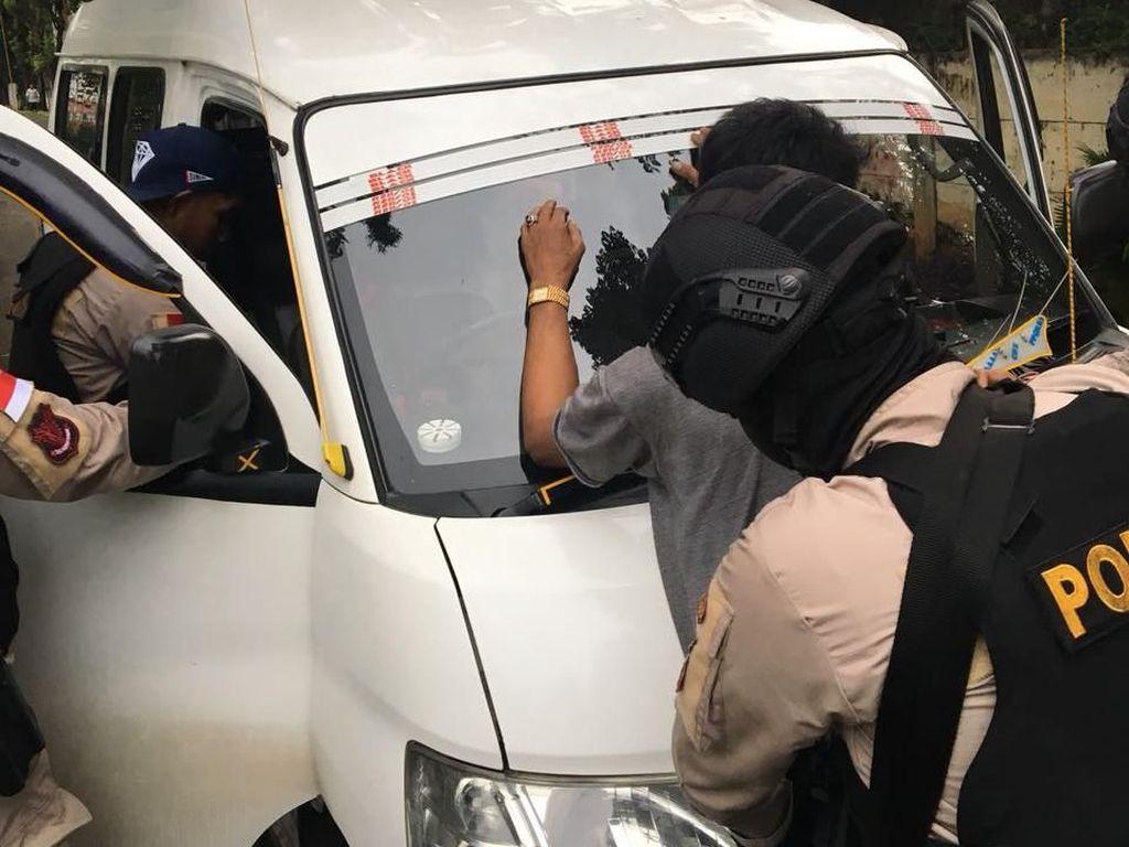 Angkot Melaju Lawan Arah di Rawa Buaya, Ternyata Sopirnya Mabuk