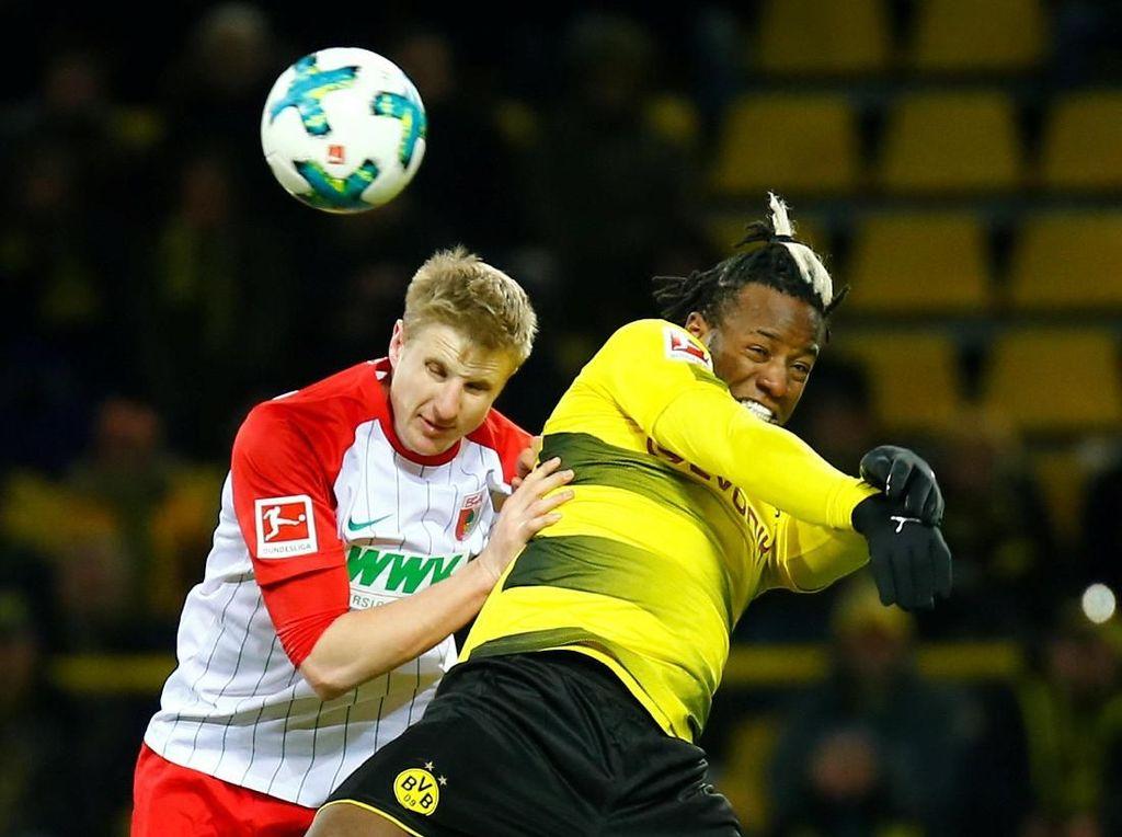 Dortmund Diimbangi Augsburg di Signal Iduna Park