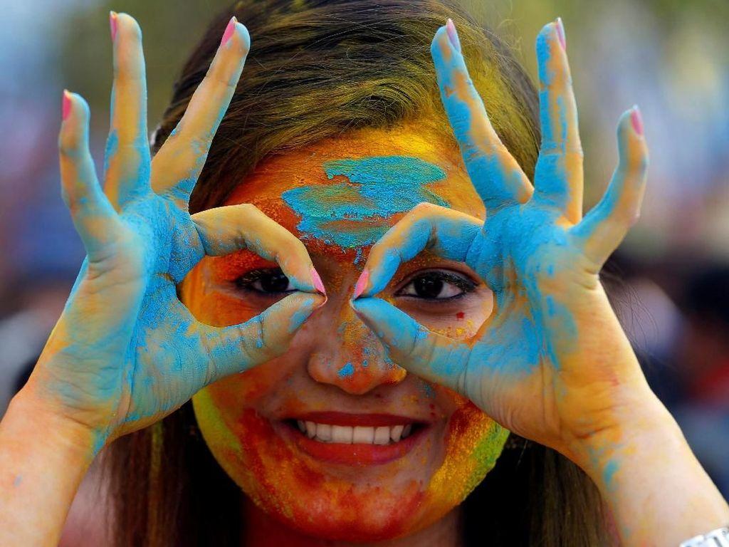 Keseruan Warna-warni Festival Holi di India