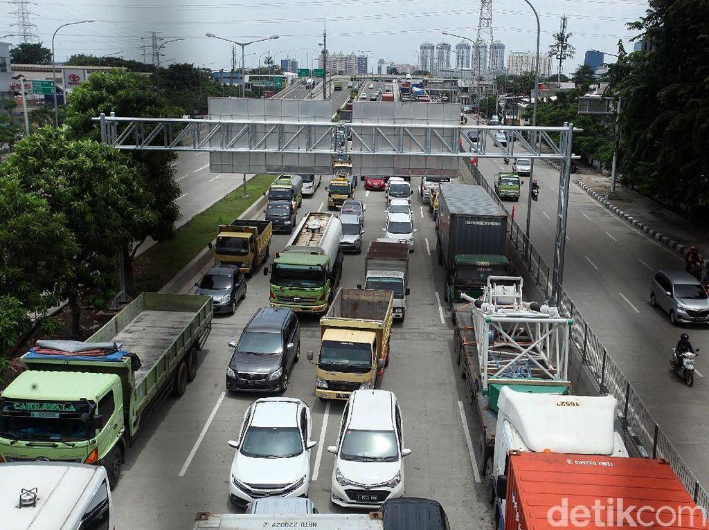 Ada Genangan, Exit Tol Bitung di Tangerang Ditutup Sementara
